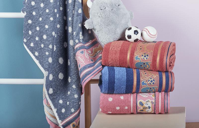 Aprenda a escolher uma toalha de banho infantil