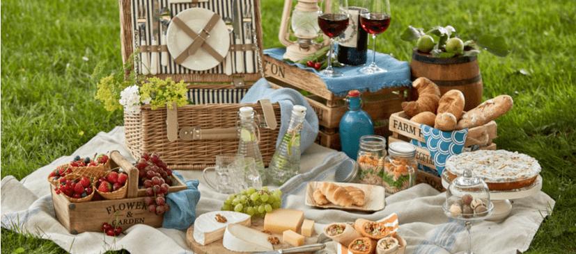 Planeje uma festa piquenique encantadora e divertida