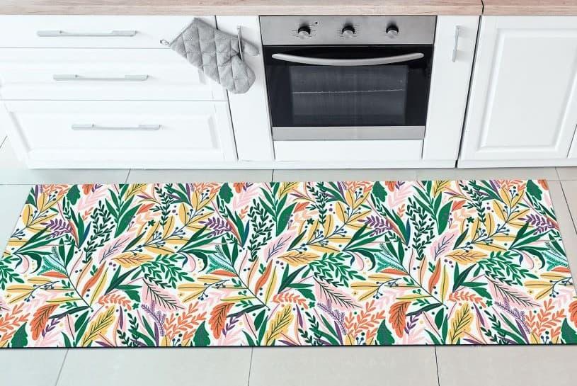 Padronagens botânicas nos tapetes para cozinha são boas apostas