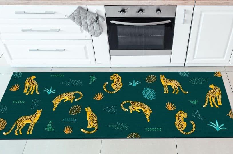 Escolha tapetes para cozinha que levem cor e alegria ao ambiente